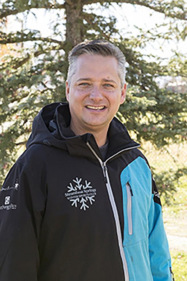David Bottomley, Traveling Manager